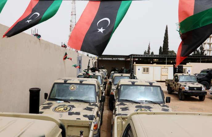 Véhicules militaires confisqués aux troupes du maréchal Haftar. A Tripoli, le 5 avril.