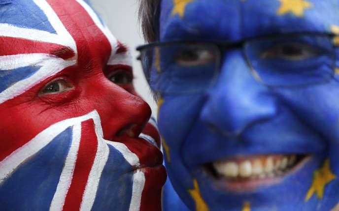 Militants anti-Brexit, le 21 mars à Bruxelles.