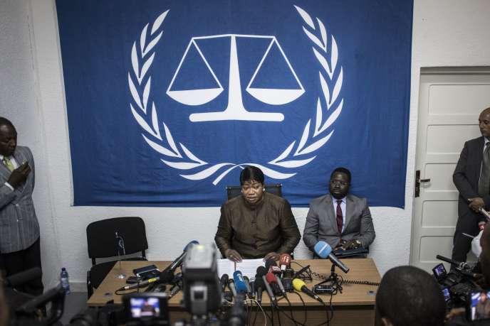 La procureure en chef de la CPI, Fatou Bensouda,lors d'une conférence de presse à Kinshasa (RDC) le 3 mai 2018.