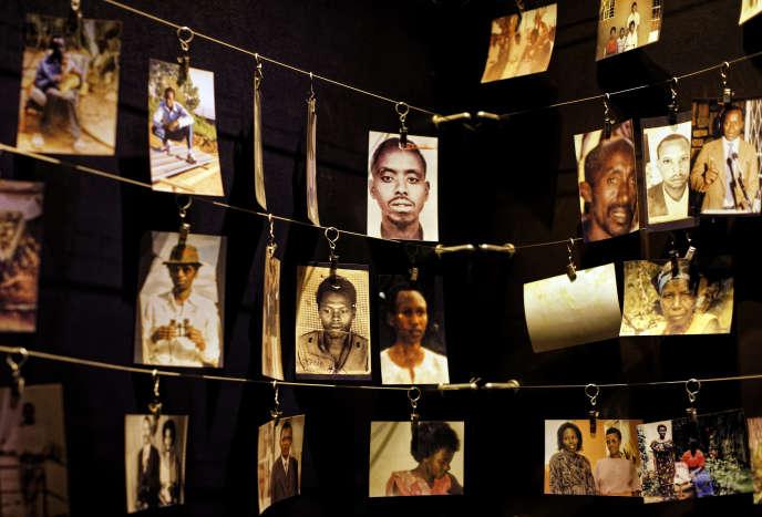 Des photographies de famille de personnes décédées exposées au Centre du mémorial du génocide de Kigali, au Rwanda, vendredi 5 avril 2019.