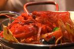 Un homard dont la carapace pourrait servir à fabriquer des sacs en plastique.