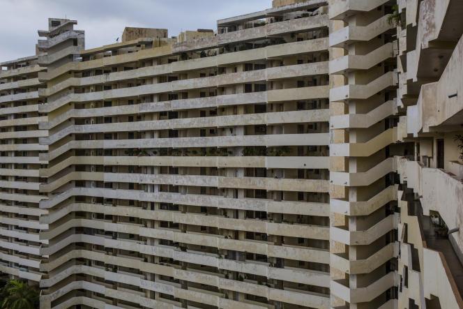 Ce bâtiment comprend 252 appartements, devenus insalubre par manque de maintenance, mais aussi d'eau et d'électricité.