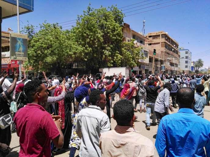 Des milliers de manifestants ont défilé samedi dans la capitale soudanaise, Khartoum.