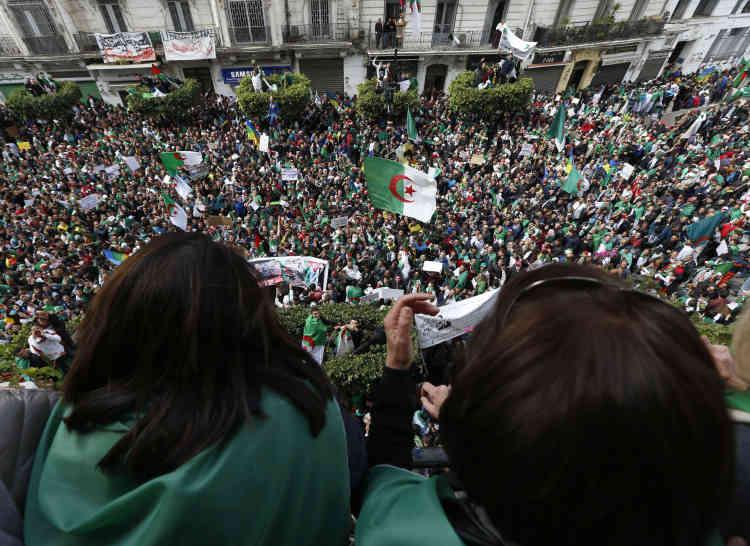 Des milliers de manifestants étaient rassemblés vendredi5avril, pour le septième vendredi successif à Alger.