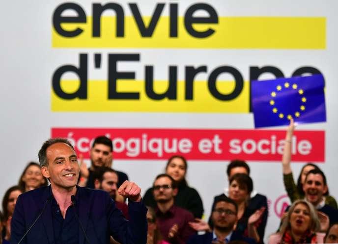 La tête de liste du Parti socialiste et de Place publique, Raphaël Glucksmann, le 6 avril à Toulouse.