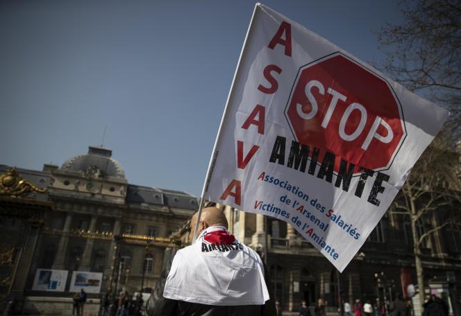 Rassemblement devant le Palais de justice de Paris, le 22 mars.