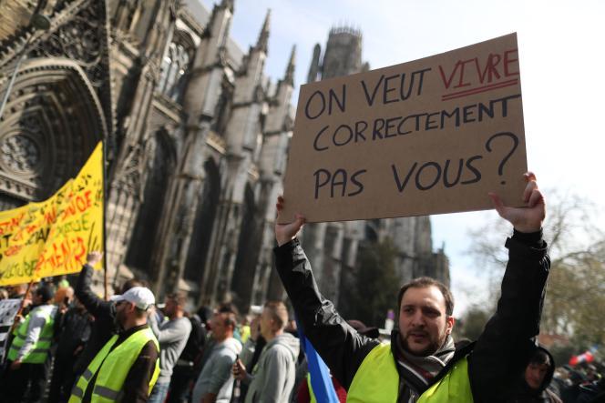 Manifestation de «gilets jaunes»à Rouen, le 6 avril.