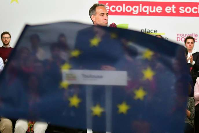 Raphael Glucksmann, top candidate of Place Publique and French Socialist Party (PS) for the European elections delivers a speech during his first campaign meeting , on April 6, 2019 in Toulouse. / AFP / PASCAL PAVANI