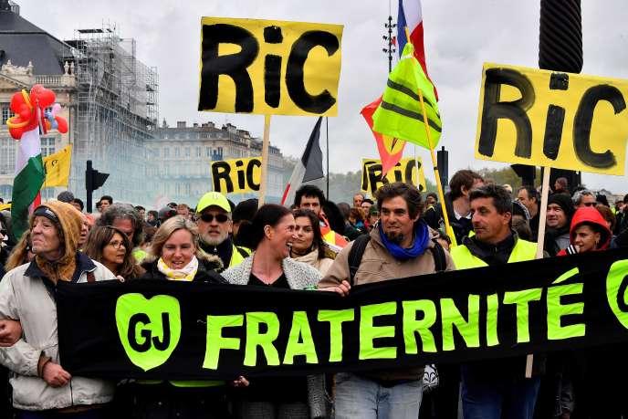 Manifestation de « gilets jaunes» à Bordeaux, le 6 avril.