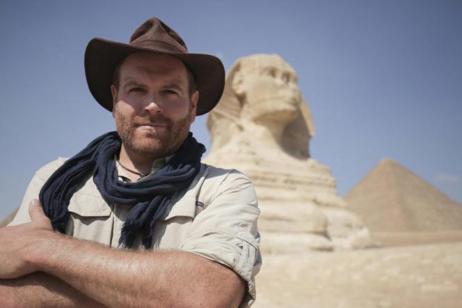 L'animateur de l'émission de découverte «Expedition Unknown», Josh Gates, devant leSphinxdeGizeh, en Egypte.