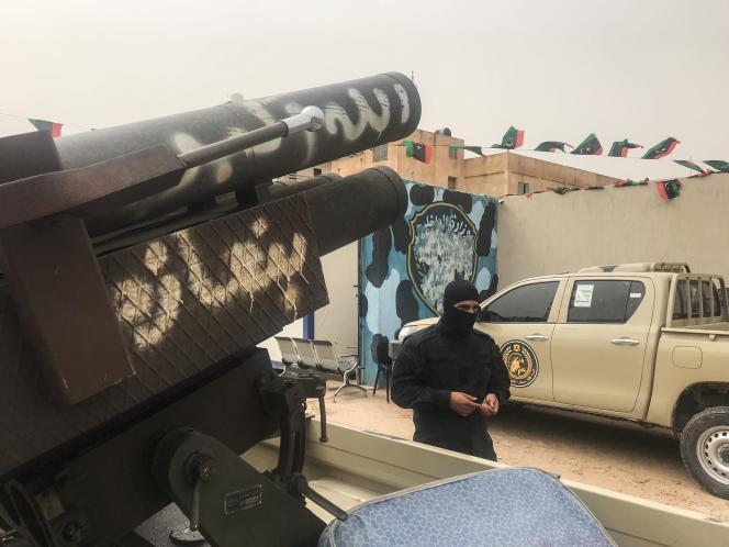 Des groupes armés affirment avoir confisqué des forces loyales au maréchal Haftar, à Zawiya, le 5 avril.