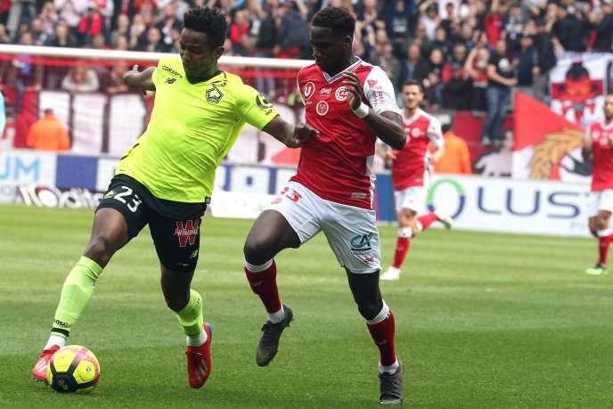 L'apport de Mendes (à gauche sur la photo, ici contre Reims) ne se ressent pas dans les statistiques. Mais ce n'est pas tout à fait un hasard si Lille a perdu les deux rencontres de championnat qu'il a ratées.