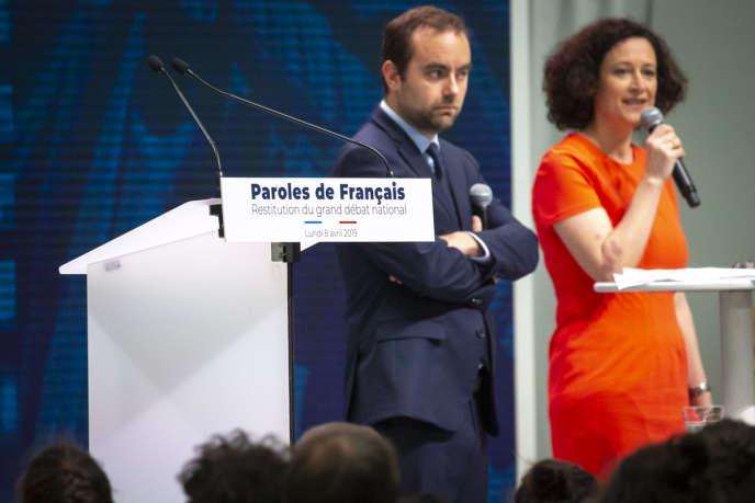 Sébastien Lecornu et Emmanuelle Wargon participent à la restitution du grand débat national, au Grand Palais à Paris, lundi 8 avril.