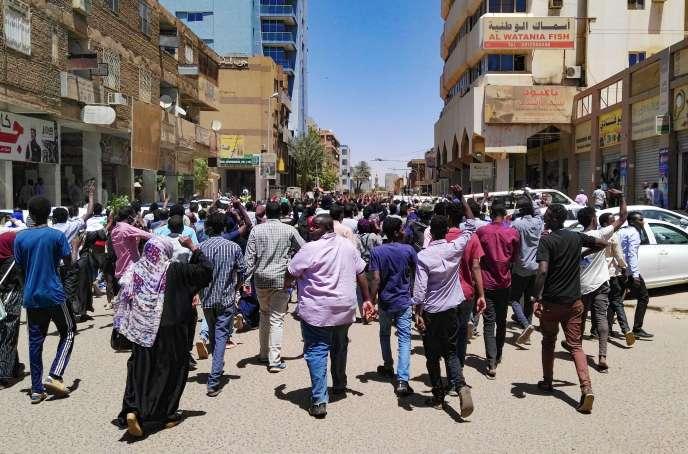 Manifestation contre le gouvernement à Khartoum, le 6 avril.