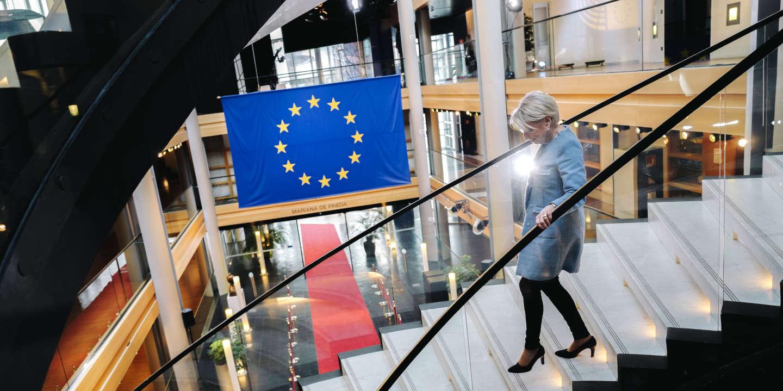 La députée européenne Françoise Grossetête entre deux réunions dans les locaux du Parlement Européen à Strasbourg, France, le 27 mars 2019.