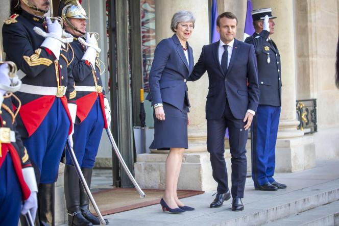 Le président Emmanuel Macron reçoit Theresa May, la première ministre britannique, le 9 avril2019 à Paris.