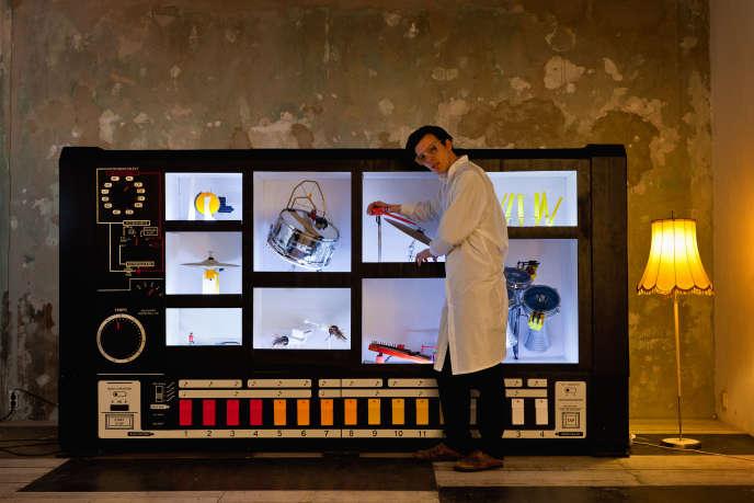 Moritz Simon Geist et son installation «MR-808», en 2013.
