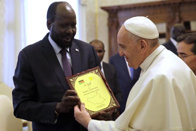 Le président sud-soudanais, Salva Kiir, et le pape François, au Vatican, le 16mars 2019.