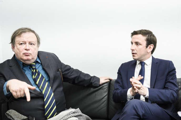 Jean-Pierre Mignard, avocat pénaliste (à gauche) et Aurelien Taché, député LRM du Val d'Oise, dans le bureau de ce dernier, à l'Assemblée, le 8 avril.