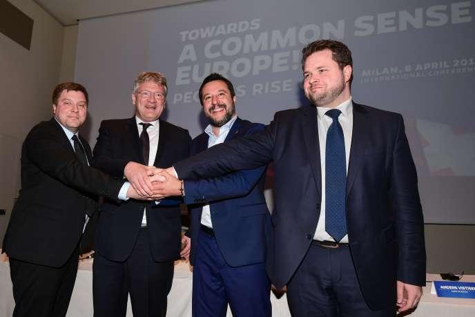 De gauche à droite : Olli Kotro, représentant du parti des Vrais Finlandais, Jörg Meuthen, du parti Alternative für Deutschland (AfD), Matteo Salvini, de la Ligue et Anders Vistisen, du Parti populaire danois, le 8 avril à Milan.