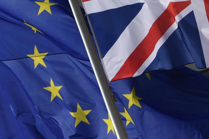 Les drapeaux britannique et européen devant la chancellerie fédérale à Berlin, le 9avril.