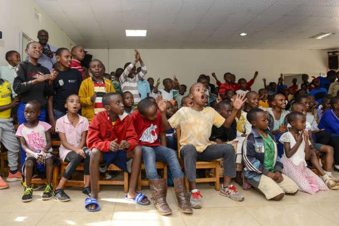 Aujourd'hui, le Gisimba Memorial Center propose à près de 200enfants défavorisés du soutien scolaire, des jeux, des activités sportives...