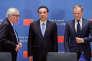 Li Keqiang (au centre), le premier ministre chinois, Donald Tusk (à droite), le président du Conseil européen, et Jean-Claude Juncker, président de la Commission européenne, à Bruxelles.