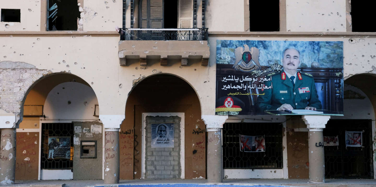 A poster of the Libyan military commander Khalifa Haftar is seen on a building destroyed by the war in the city of Benghazi, Libya February 21, 2019. REUTERS/Esam Omran Al-Fetori     Ê - RC171E29C820