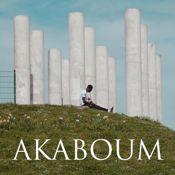 L'affiche (détail) du film de Manon Vila, «Akaboum», avec les douze colonnes de Ricardo Bofill à Cergy.