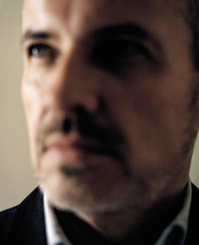 Emmanuel Pierrat se définit comme avocat et écrivain.