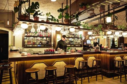 Bière, houmous et kebabs auTLV Eatery.