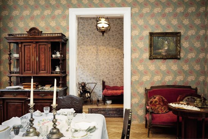 Appartementsuperbement reconstitué dela belle époque.