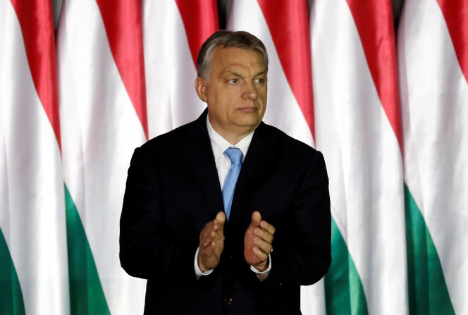Le premier ministre hongrois Viktor Orban présente le programme du Fidesz, vendredi 5 avril, pour les élections européennes.