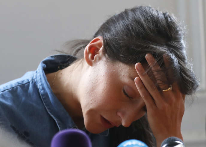 Clémence Calvin, lors de la conférence de presse tenue le 10 avril à Paris pour se défendre d'avoir échappé volontairement à un contrôle antidopage.