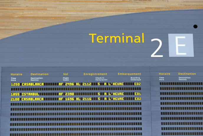 Tableau des départs au terminal 2 de Roissy-Charles-de-Gaulle.