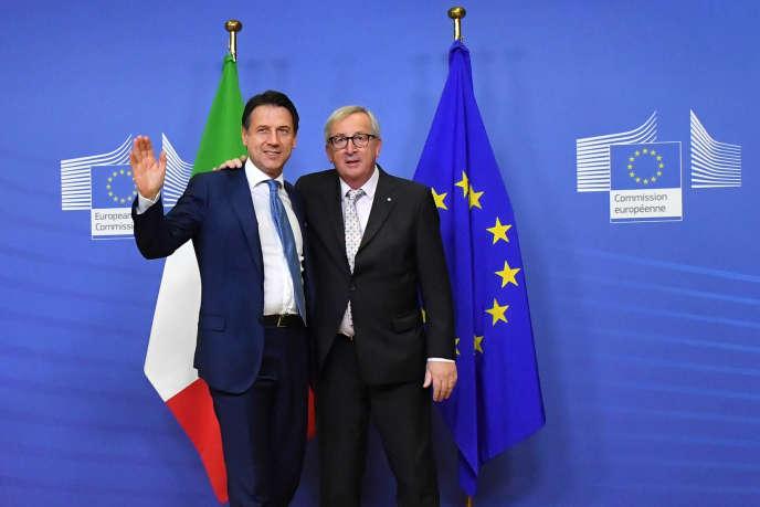 Le chef du gouvernement italien, Giuseppe Conte, et le président de la Commission européenne, Jean-Claude Juncker, en novembre 2018, à Bruxelles.