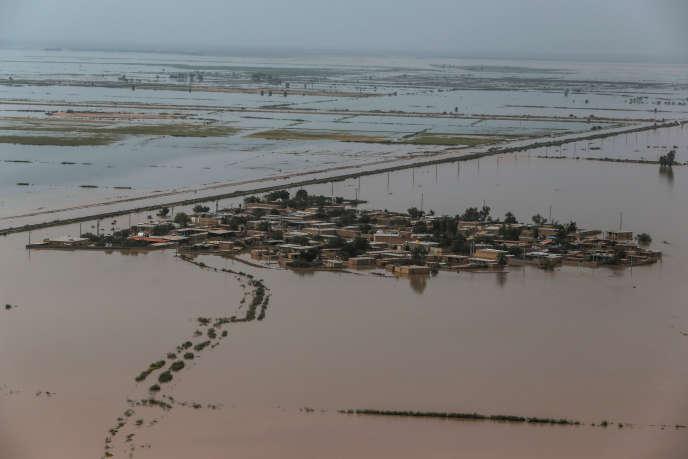 Vue aérienne des inondations dans la province iranienne duKhouzestan, le 5 avril.