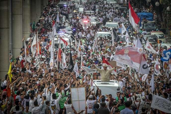 Prabowo Subianto en campagne à Sumatra pour la présidentielle indonésienne, le 9 avril.