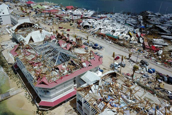 Vue aérienne montrant d'importants dommages sur des maisons et des entreprises à Saint-Martin, le 15 septembre 2017, après le passage de l'ouragan Irma sur cette île des Caraïbes.