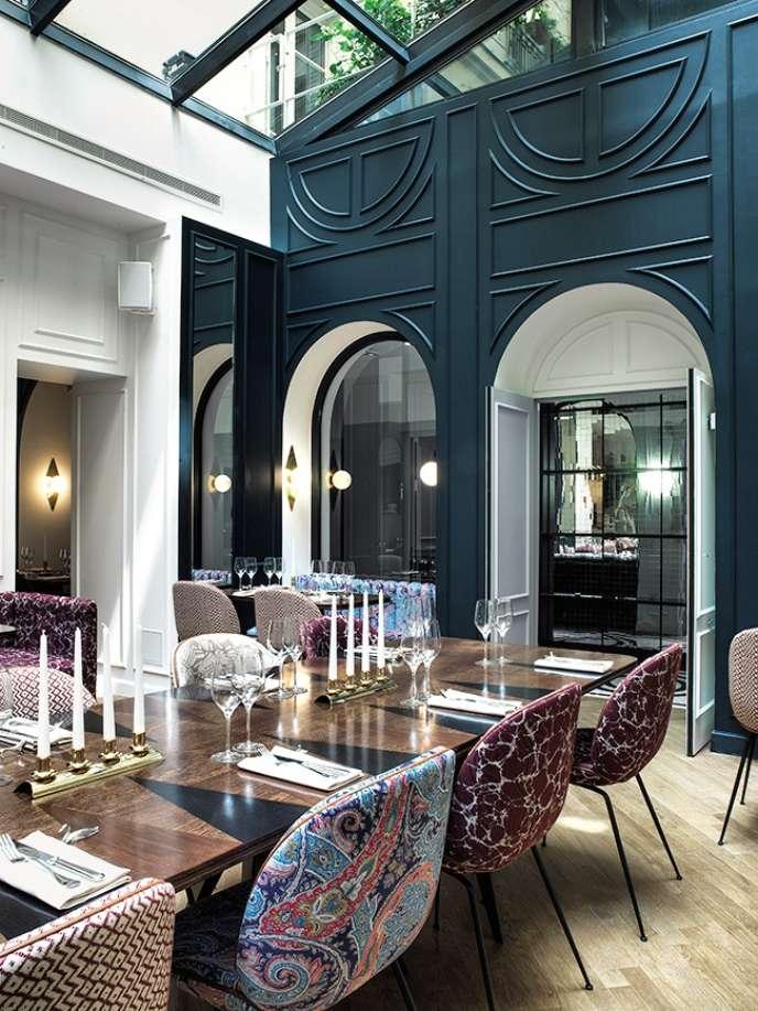 La salle chic du restaurant a été décorée l'architecte d'intérieurDorothée Meilichzon.