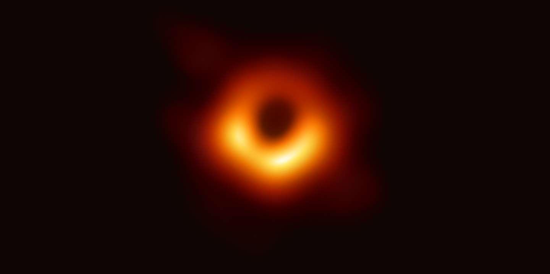 La Toute Premiere Image D Un Trou Noir Devoilee Par Des Astronomes
