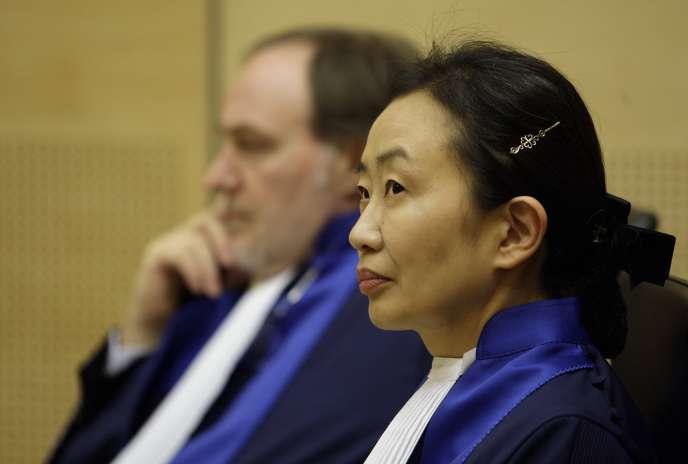 La juge Kuniko Ozaki lors de sa prestation de serment devant la CPI, à La Haye, le 20janvier 2010.