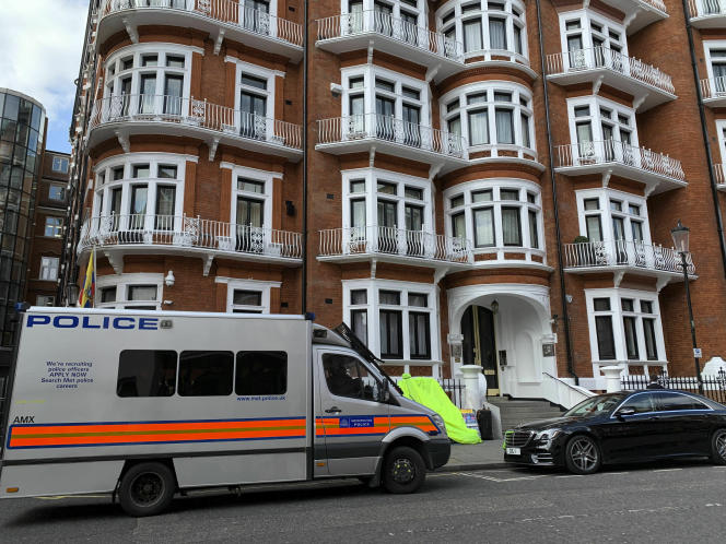 Devant l'ambassade d'Equateur à Londres, le 11 avril, jour de l'arrestation de Julian Assange.