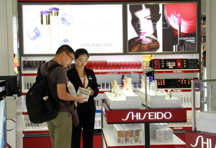 Boutique Shiseido dans l'aéroport international d'Haikou Meilan (Chine), en 2015.
