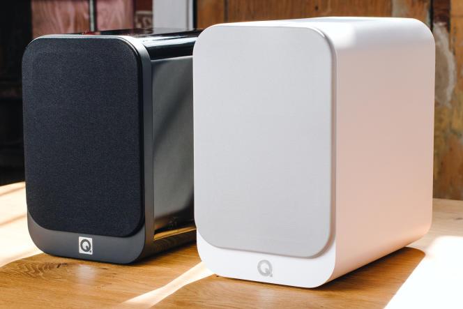 Les 3020i (à droite) sont un peu plus grandes que l'ancienne version, les 3020 (à gauche), mais malgré tout assez compactes.