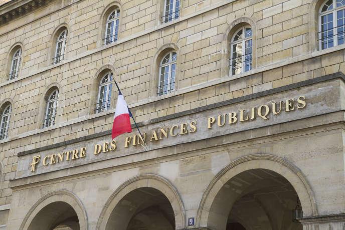 Façade d'un centre des finances publiques dans le 6e arrondissement de Paris.
