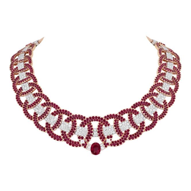 Collier Elsa en or blanc, or rose, rubis ovale de 5,05 carats, rubis, diamants.