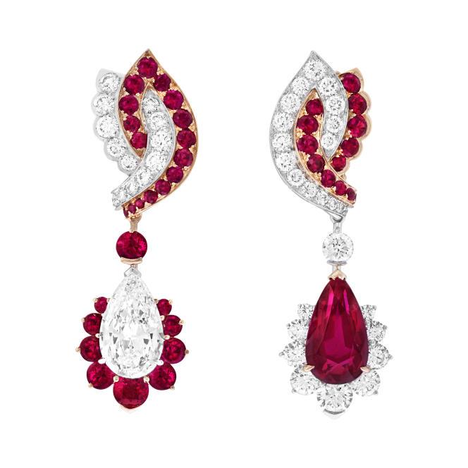 Motifs d'oreilles Unisson avec pendants détachables en or blanc, or rose, rubis poire de 5,63 carats, diamant DVVS2 poire de 3,01 carats, rubis, diamants.