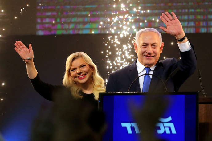 Le Premier ministre israélien Benjamin Netanyahu et sa femme Sara au siège du parti à Tel Aviv, en Israël, le 10 avril 2019.