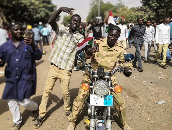 Manifestation à Khartoum le 11 avril.